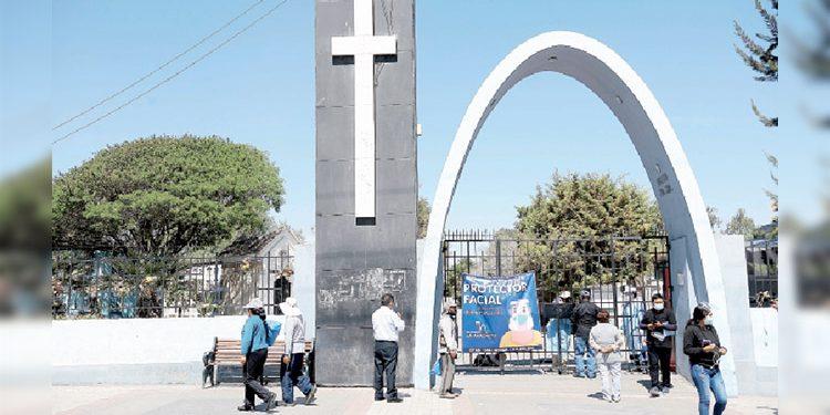 Arequipa: Vuelven las flores al cementerio La Apacheta para las visitas a familiares