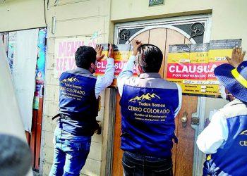 Clausuran y multan 35 bares informales que operaban en Cerro Colorado