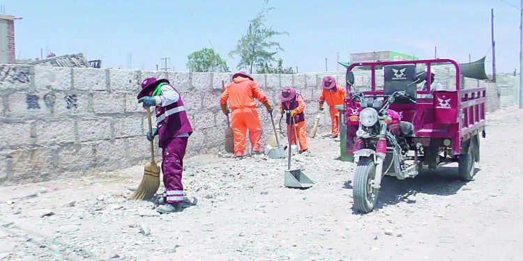 Denuncian que alcalde de Majes no paga bonos a trabajadores obreros