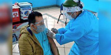 Desde mañana vacunarán a mayores de 70 años y personas con síndrome Down en Arequipa