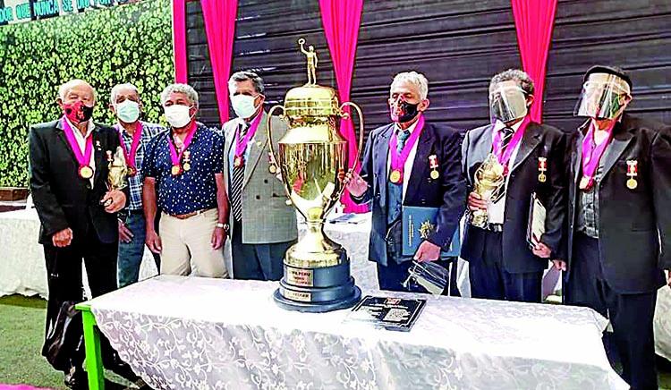 El orgullo dorado de Arequipa Se recordó a campeones del FBC Melgar 1971 3