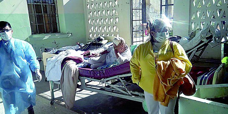 Internos de Hospital Goyeneche en vigilancia externa tras hallar casos de Covid