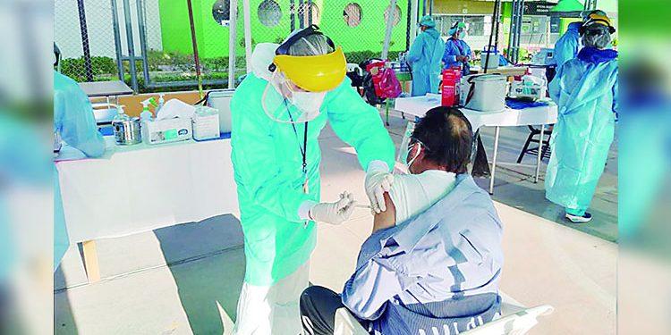Llegará 30 mil vacunas Pfizer para adultos mayores en distritos faltantes de Arequipa