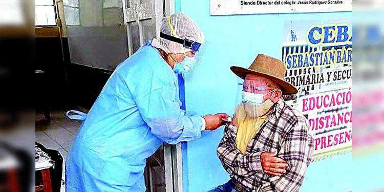 Mil 302 adultos mayores de 70 se vacunan contra la Covid en Camaná