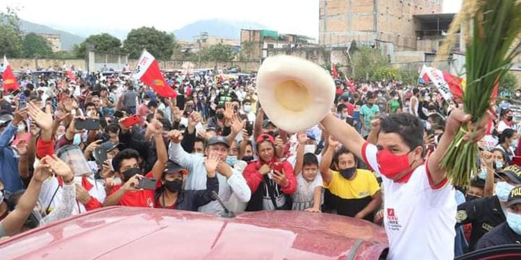 """Pedro Castillo: """"Si la bancada Perú Libre resulta con torpezas, pido al pueblo para sacarlos a patadas"""""""
