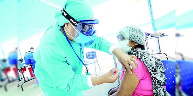Solo el 4% de la población vulnerable de Arequipa fue vacunada contra la Covid