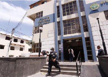 Arequipa: Delincuentes roban minimarket en plena zona comercial en Cerro Colorado