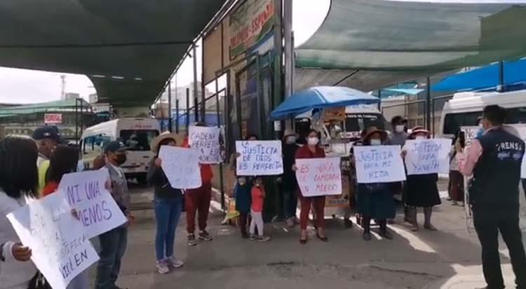 Familiares y compañeros de trabajo exigen a las autoridades la captura de los presuntos autores.