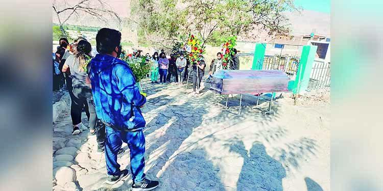 Arequipa: Covid enluta a Corire por muerte de director de colegio Virgen de Chapi