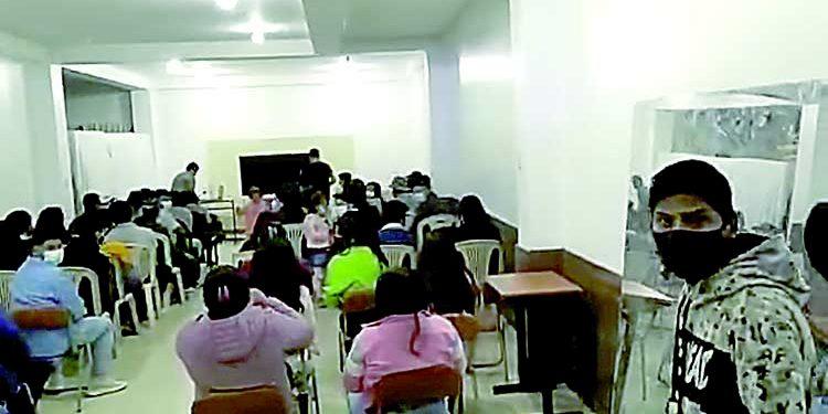 Más de 100 intervenidos en reunión social y capacitación pese a la Covid en Majes