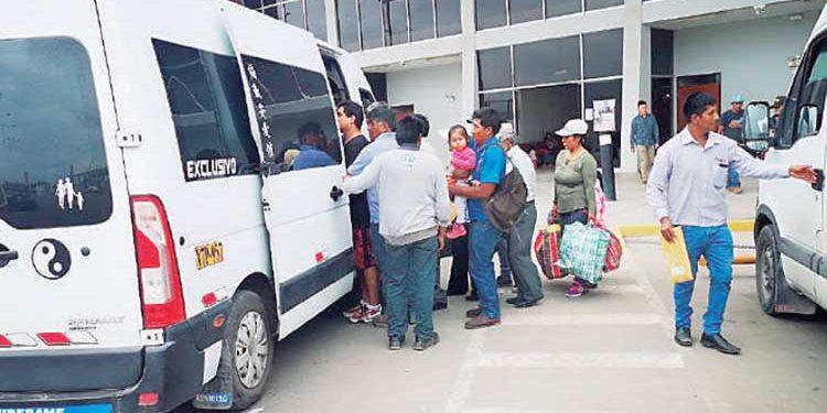 Minivanes rebajarán tarifa a S/10 de ruta Majes-Arequipa para combatir a informales