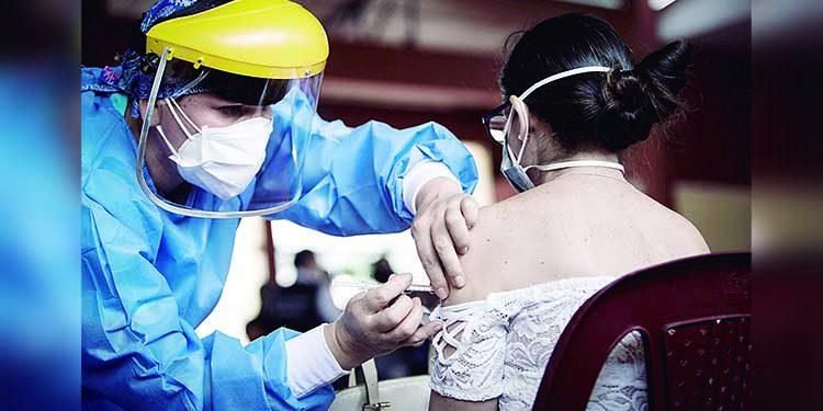 Se vacunó a jóvenes y a personas no registradas