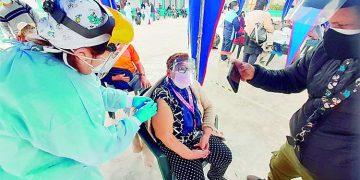 Vacunación contra la Covid a adultos mayores se cumplió en un 60% en Castilla