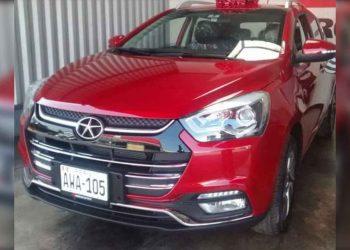 Buscan moderno auto que fue robado a su propietario luego de pepearlo en Puno