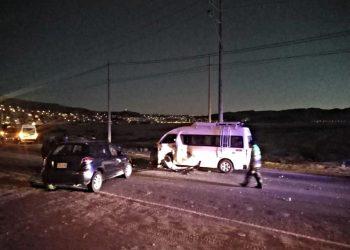 Hombre ebrio choca auto contra una combi, se quedó dormido tras el accidente