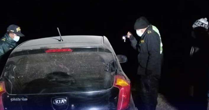 Policía es baleado a bordo de su auto, se presume ajuste de cuentas