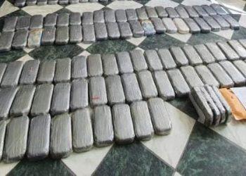 PNP halla 28 paquetes de alcaloide de cocaina dentro de un vehículo