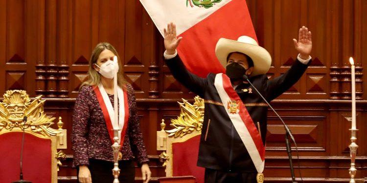 Pedro Castillo juramentó como presidente y dio su primer mensaje a la nación