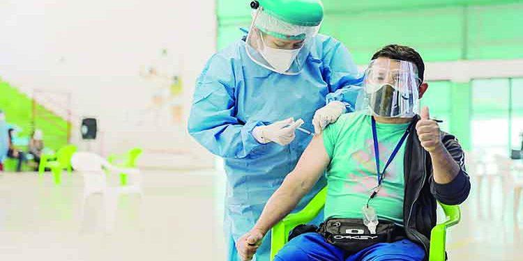Evalúan vacunación desde los 40 tras poca participación de 48 y 49 años en Arequipa