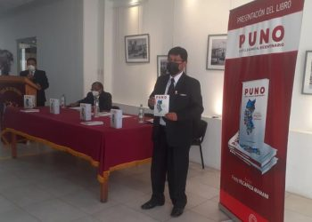 """Presentan el libro denominado """"Puno cómo llegamos al bicentenario"""""""