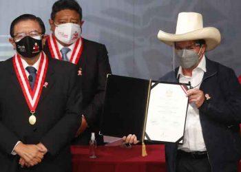 Bicentenario: más allá de una democracia peruana minada y días inciertos