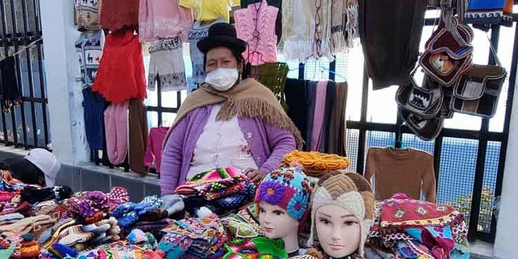 Puno: Artesanas buscan reactivar turismo con Tejiendo esperanzas y sueños 2021