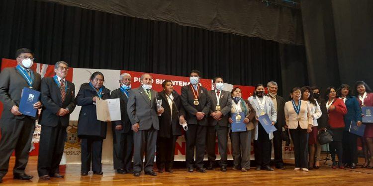 20 docentes de la UGEL Puno fueron reconocidos y homenajeados por su trayectoria y ardua labor