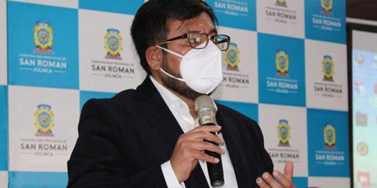 Sindican a congresista Carlos Zeballos de favorecer a mineros ilegales