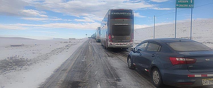 Tránsito restringido en la ruta Puno - Arequipa por nevadas de las últimas horas