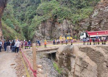 Inician construcción del puente Cahuanaco después de tres meses de la colocar la primera piedra