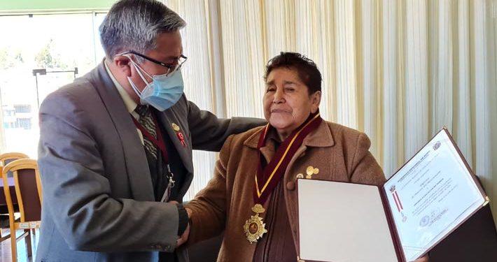 Cesarea Luna Olvea de Flores, fue reconocida como la maestra del Bicentenario