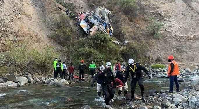 Realiza necropsia a 34 víctimas fatales de accidente de tránsito en Huarochirí