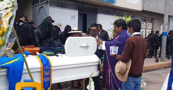Joven que murió apuñalado en discoteca de Bolivia fue sepultado en Desaguadero