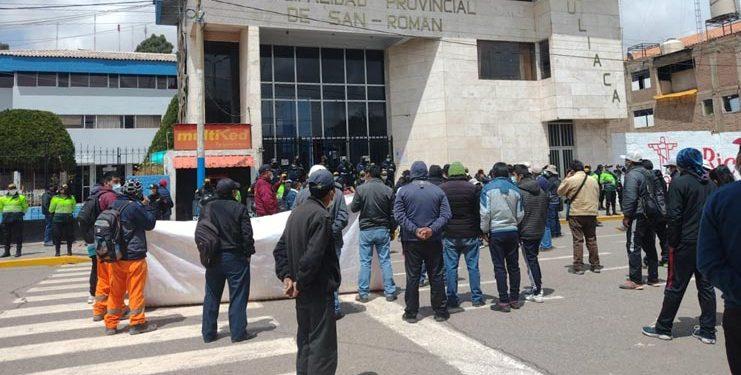 Dirigentes dan tregua a alcalde de Juliaca tras desarrolló parcial del paro