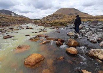 Pobladores rechazan captar aguas de la cuenca Llallimayo por estar contaminada