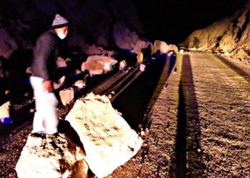 Arequipa: desprendimiento de rocas en carretera provocó sismos en Cabanadonde