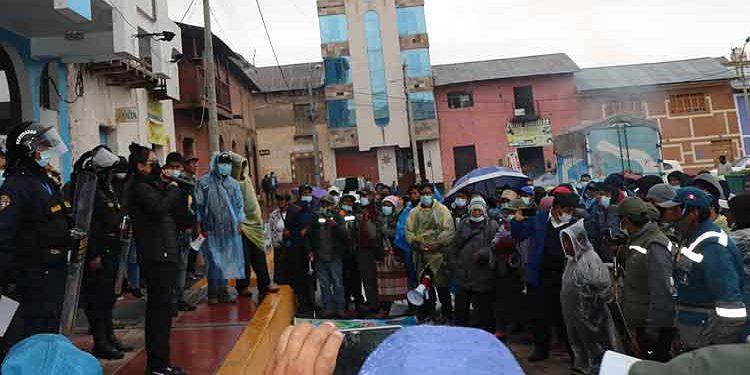 San Antonio de Putina: Acuerdan reiniciar trabajos en estadio municipal de Sina