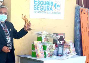 Sector educación entrega kits de seguridad a instituciones educativas de Azángaro