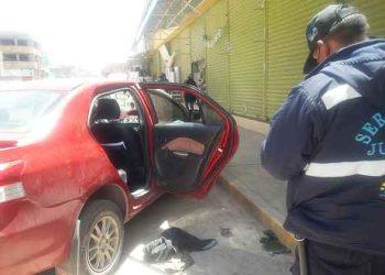 Juliaca: Ladrones asaltan vehículo con arma de fuego en plaza 24 de octubre