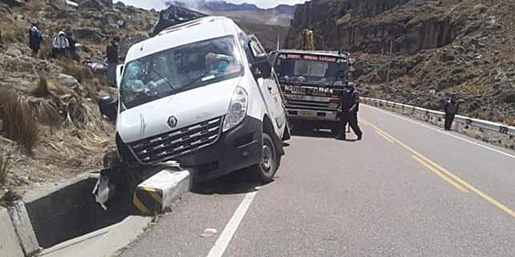 Carabaya: Combi se empotra en puente y deja 6 pasajeros heridos en accidente
