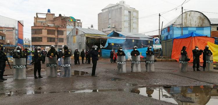Juliaca: Frustran desalojo de mayoristas de la urbanización Santa María sector I