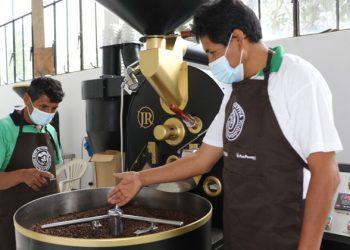 Cooperativa cafetalera recibió módulo de procesamiento de café por su 55 aniversario