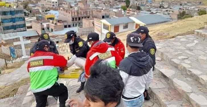 Azángaro: Menor hallada en estado de ebriedad es trasladada en camilla hasta un hospital