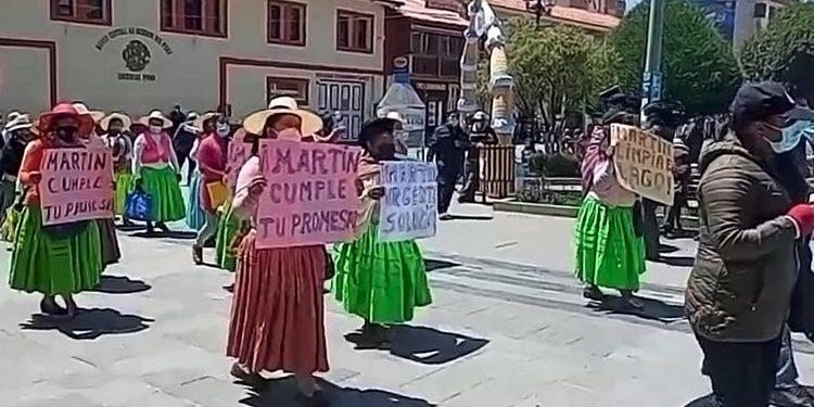 Pobladores de los Uros exigen proyectos de saneamiento con protesta