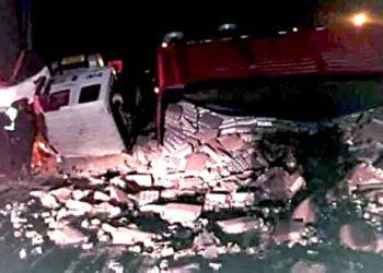 Arequipa: Caravileños saquean productos de camión volcado mientras conductor luchaba por su vida