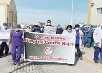 Arequipa: Médicos amenazan con radicalizar protesta contra director del hospital de Majes