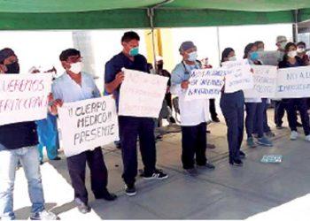 Majes: Personal de salud protesta por designación de nuevo director en el Hospital Central